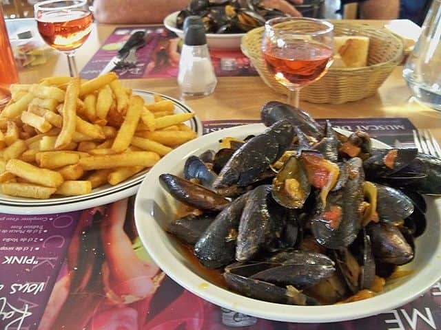 Moules Frites - famous food of different countries
